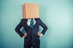 Hombre de negocios con una caja en su cabeza Imagen de archivo libre de regalías