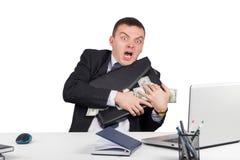 Hombre de negocios con una cartera llena de dinero en las manos Fotografía de archivo libre de regalías