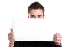 Hombre de negocios con una tarjeta blanca vacía Imágenes de archivo libres de regalías