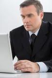 Hombre de negocios confiado. imagen de archivo