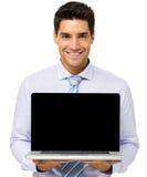 Hombre de negocios confiado Advertising Laptop imágenes de archivo libres de regalías