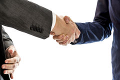 Hombre de negocios confiado que sacude las manos con su socio comercial femenino Foto de archivo
