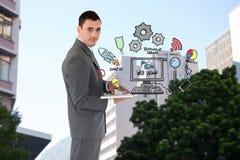 Hombre de negocios confiado que sostiene el ordenador portátil por los iconos del diseño web Fotografía de archivo