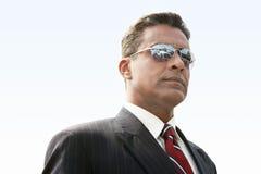 Hombre de negocios confiado In Sunglasses fotos de archivo