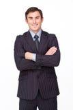 Hombre de negocios confidente con la sonrisa plegable de los brazos fotografía de archivo libre de regalías