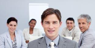 Hombre de negocios confidente en una reunión Fotos de archivo libres de regalías