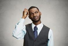 Hombre de negocios confuso, pérdida de memoria a corto plazo imágenes de archivo libres de regalías
