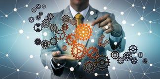 Hombre de negocios Connecting Virtual Gear en ciberespacio stock de ilustración