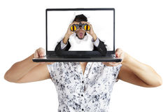 Hombre de negocios dado una sacudida eléctrica de la computadora portátil Fotografía de archivo