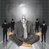 Hombre de negocios de la cabeza de la lámpara del vector en Lotus Pose Meditat Foto de archivo
