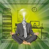 Hombre de negocios de la cabeza de la lámpara del vector en Lotus Pose Meditat Imagenes de archivo