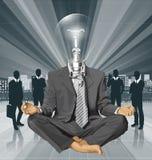 Hombre de negocios de la cabeza de la lámpara del vector en Lotus Pose Meditating Imagen de archivo libre de regalías