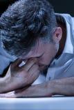 Hombre de negocios de la desesperación en la oficina Imagen de archivo libre de regalías