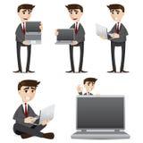 Hombre de negocios de la historieta con el sistema del ordenador portátil del ordenador Imagen de archivo libre de regalías