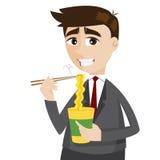 Hombre de negocios de la historieta que come los tallarines inmediatos Foto de archivo libre de regalías