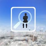 Hombre de negocios de la vista posterior que se sienta en la búsqueda del icono del app Imagen de archivo libre de regalías