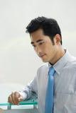 Hombre de negocios de mirada pensativo foto de archivo libre de regalías