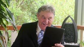 Hombre de negocios de risa almacen de metraje de vídeo