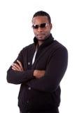 Hombre de negocios del afroamericano con los brazos plegables imagenes de archivo