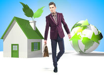 Hombre de negocios del estilo de Eco con la maleta Imagenes de archivo