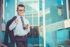 Hombre de negocios del niño que habla en el teléfono Imágenes de archivo libres de regalías