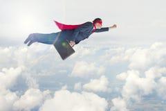 Hombre de negocios del super héroe en vuelo Imágenes de archivo libres de regalías