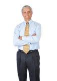 Hombre de negocios derecho con sus brazos plegables Foto de archivo