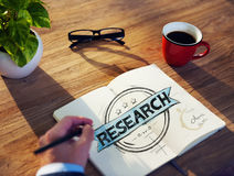 Hombre de negocios diverso Brainstorming About Research imagenes de archivo