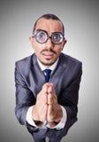 Hombre de negocios divertido del empollón aislado en blanco Imagen de archivo libre de regalías