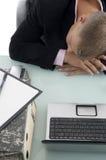 Hombre de negocios durmiente en oficina Imagen de archivo libre de regalías
