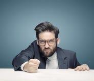 Hombre de negocios duro que gobierna a la compañía imagen de archivo