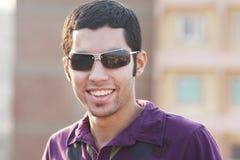 Hombre de negocios egipcio joven árabe feliz imagenes de archivo