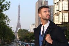 Hombre de negocios elegante en París, Francia imagenes de archivo