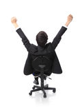 Hombre de negocios emocionado acertado que se sienta en silla Imágenes de archivo libres de regalías