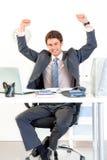 Hombre de negocios emocionado en éxito que disfruta de la oficina Fotos de archivo libres de regalías