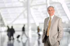 Hombre de negocios en aeropuerto Fotos de archivo