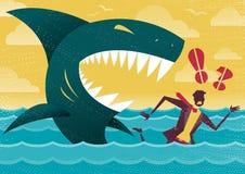 Hombre de negocios en ataque peligroso del tiburón Fotografía de archivo libre de regalías