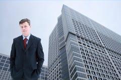 Hombre de negocios en ciudad Imágenes de archivo libres de regalías