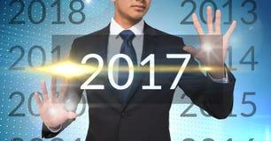 Hombre de negocios en el fondo digital generado que toca 2017 Imagen de archivo