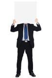 Hombre de negocios en el juego oscuro que lleva a cabo una muestra en blanco Imagen de archivo