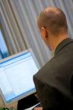 Hombre de negocios en el ordenador Imagen de archivo