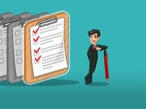 Hombre de negocios en el traje negro que inclina una pluma con las listas de control terminadas en el papel ilustración del vector