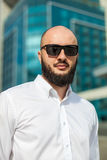 Hombre de negocios en gafas de sol Imagen de archivo