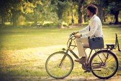Hombre de negocios en la bici imagen de archivo libre de regalías