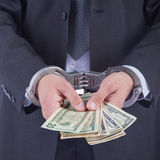 Hombre de negocios en las esposas arrestadas para el soborno Fotos de archivo