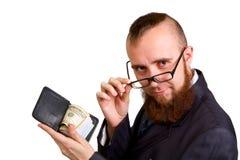 Hombre de negocios en los vidrios que llevan a cabo dólares aislados en blanco Foto de archivo