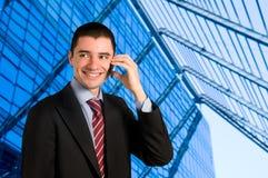 Hombre de negocios en móvil fotos de archivo libres de regalías