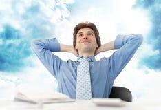 Hombre de negocios en nube imagen de archivo