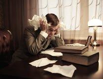 Hombre de negocios en pánico detrás del vector Fotografía de archivo libre de regalías