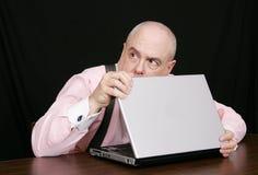 Hombre de negocios en un fondo negro fotos de archivo